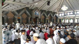 Suasana di Masjid Al Markaz