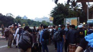 Pesrta Aksi Damai Pagi Ini Diantar Pulang Menggunakan Kendaraan Gratis TNI dari Masjid Istiqlal